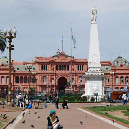 Plaza_de_Mayo_Buenos_Aires.jpg